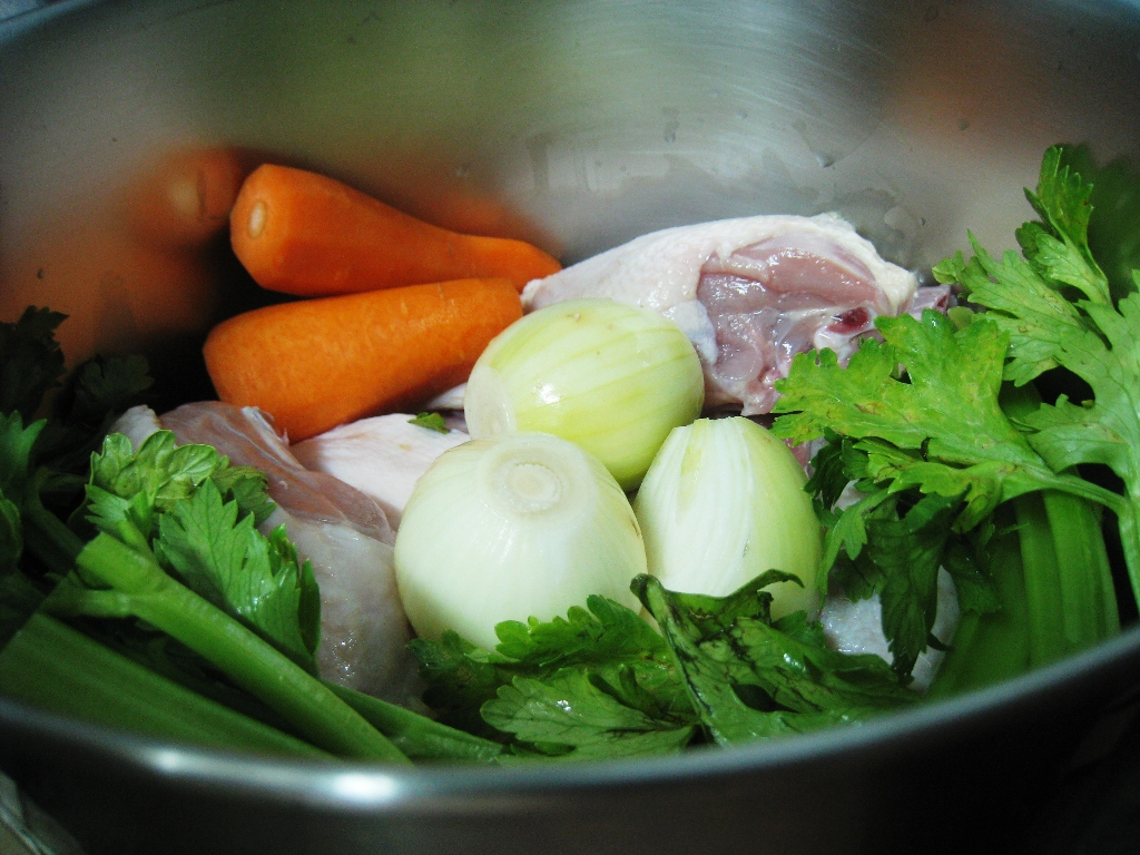 Tyler florence enteng c 39 s munchtime for How long to boil a whole chicken for soup