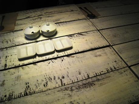 Ang_Mo_Kio_04_White_Table