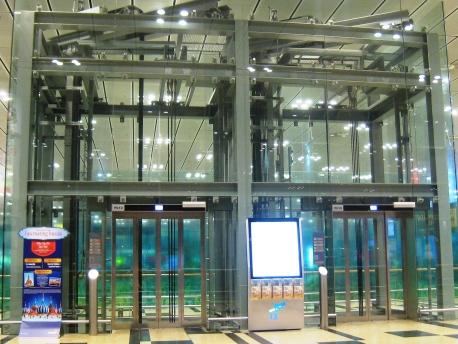 Darryl_Departure_60_Elevator
