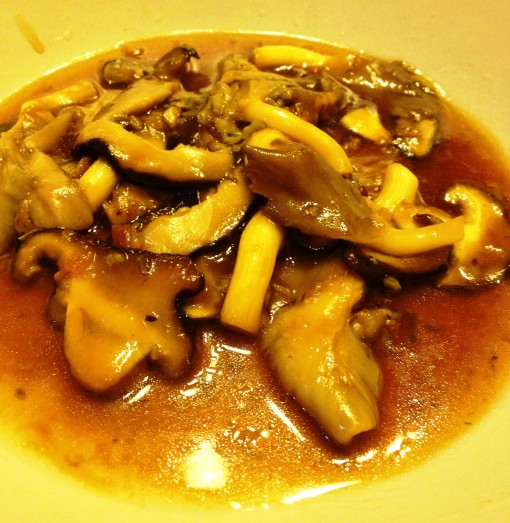 eNTeNG's Mushrooms with Oyster Sauce is ready to be served!