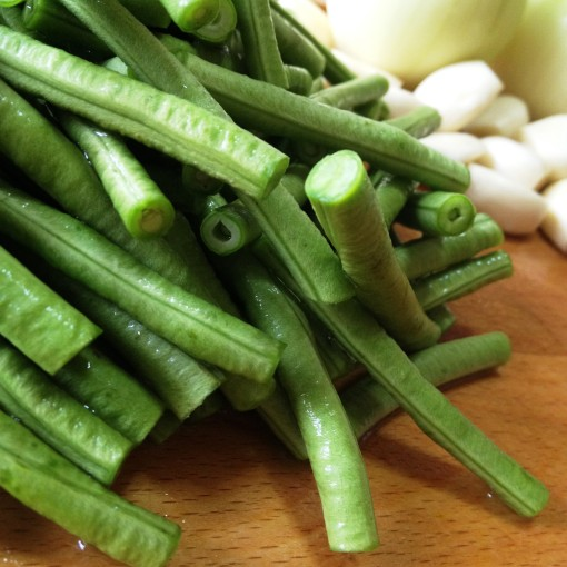 Choose string beans (long beans) that are as thin as could be.  Reed-thin.