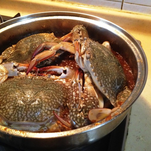 These three flower crabs are huge that they hardly have enough room in my wide pan.