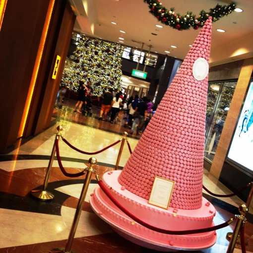The other eye–catching Christmas tree is all–pink, also located at Takashimaya S.C., and is by Laduree.  Yes, purveyors of some of the most scrumptious Macarons De Paris!