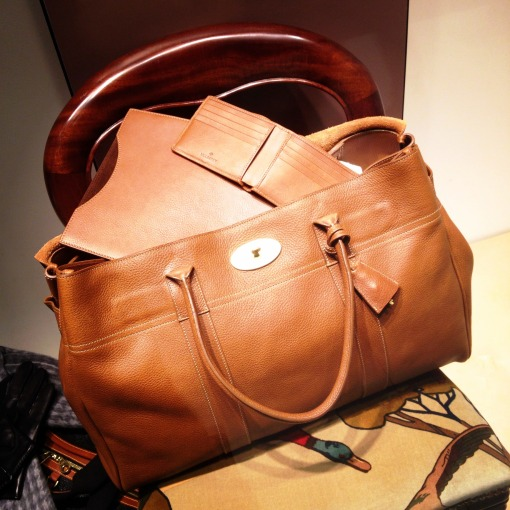 I have no complaints with my decades–old carry–on luggage, but then I saw this Mulberry Oversized Bayswater in Oak Natural Leather.  I am seriously considering to switch.  This has got to be the perfect weekend duffel or business trip bag!  You can't help but love the antique toned metal components and that iconic postman's lock closure!