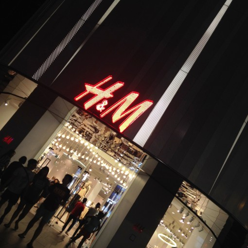 Where there is H&M, there is a crowd.  No matter what time of day.
